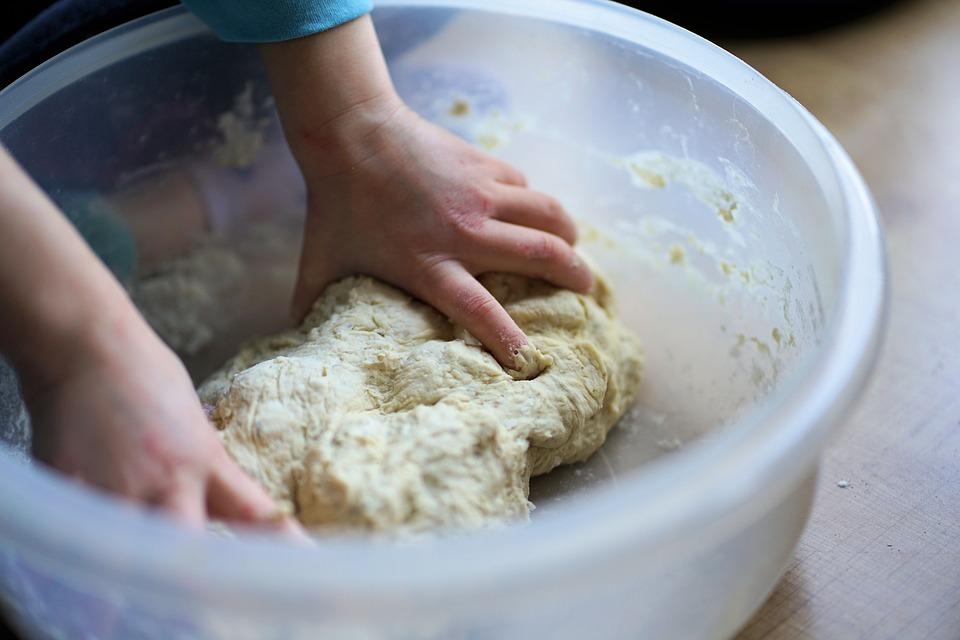 nhào bột mì