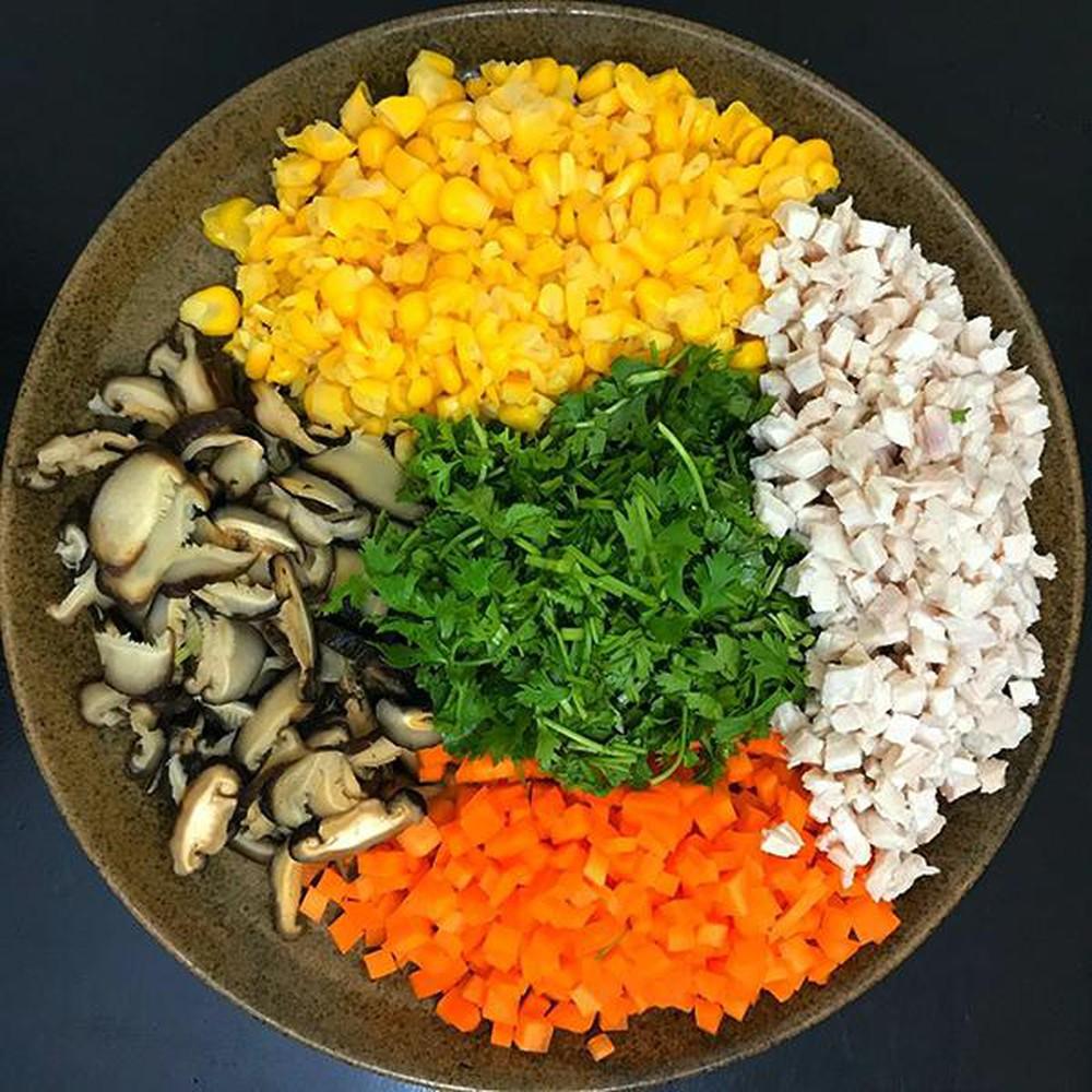 Súp gà ngô, nấm hương - Món ăn dinh dưỡng dành cho trẻ ăn dặm