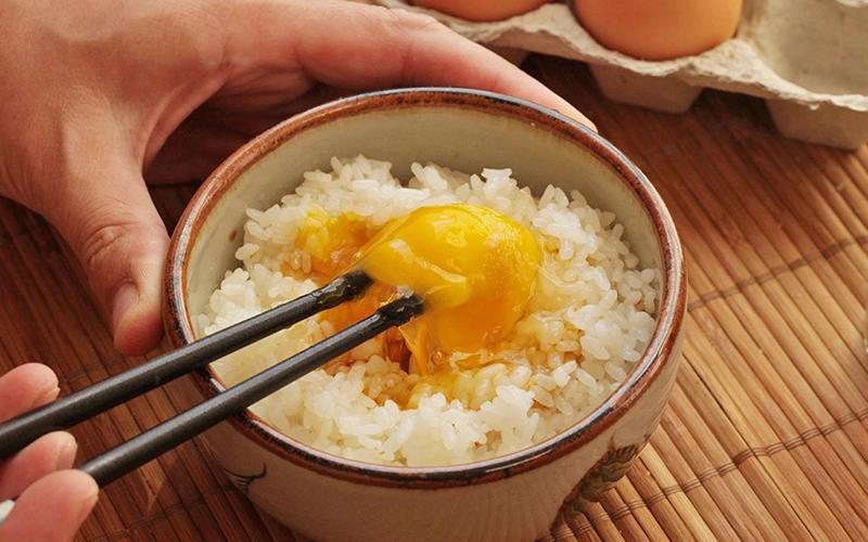 Trứng gà trần có tác dụng gì
