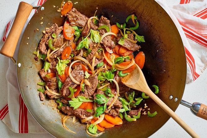 xào thịt với cần tây