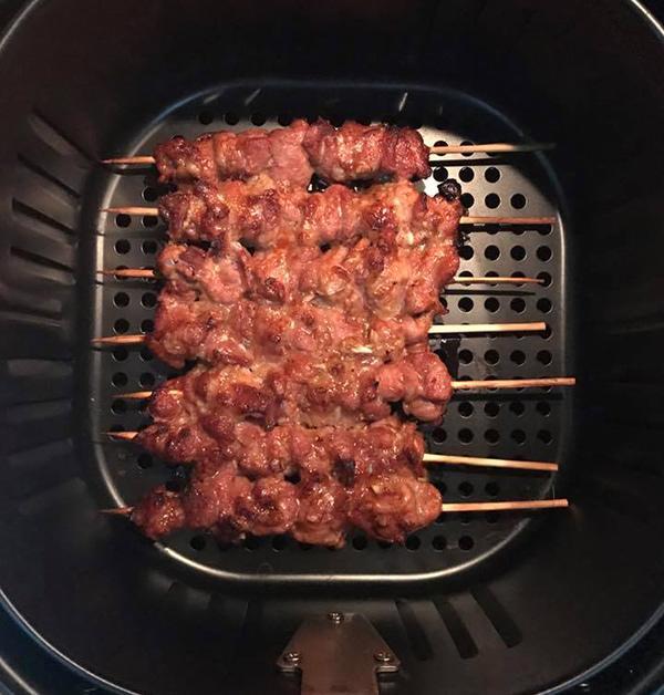 Nướng thịt bò bằng nồi chiên không dầu